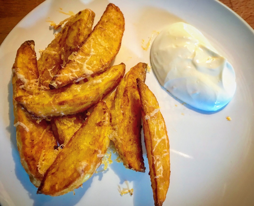 Parmesan-Wedges mit Sourcream