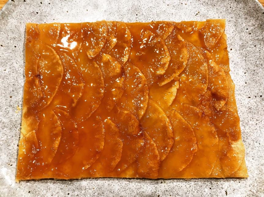 Apfelkuchen mit Sahne-Karamell